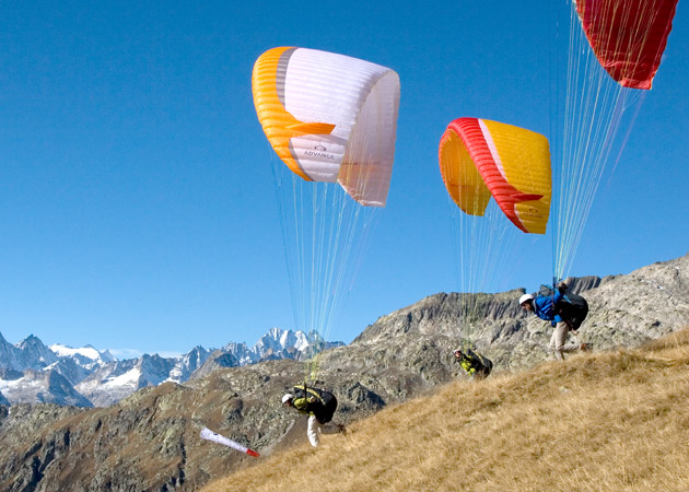 Advance Paragliders